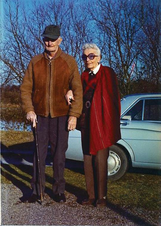 Józef i Zofia Unrugowie w Lailly-en-Val, jesień 1972. Jedno z ostatnich zdjęć admirała przed śmiercią. Fot. zbiory Mariusza Borowiaka