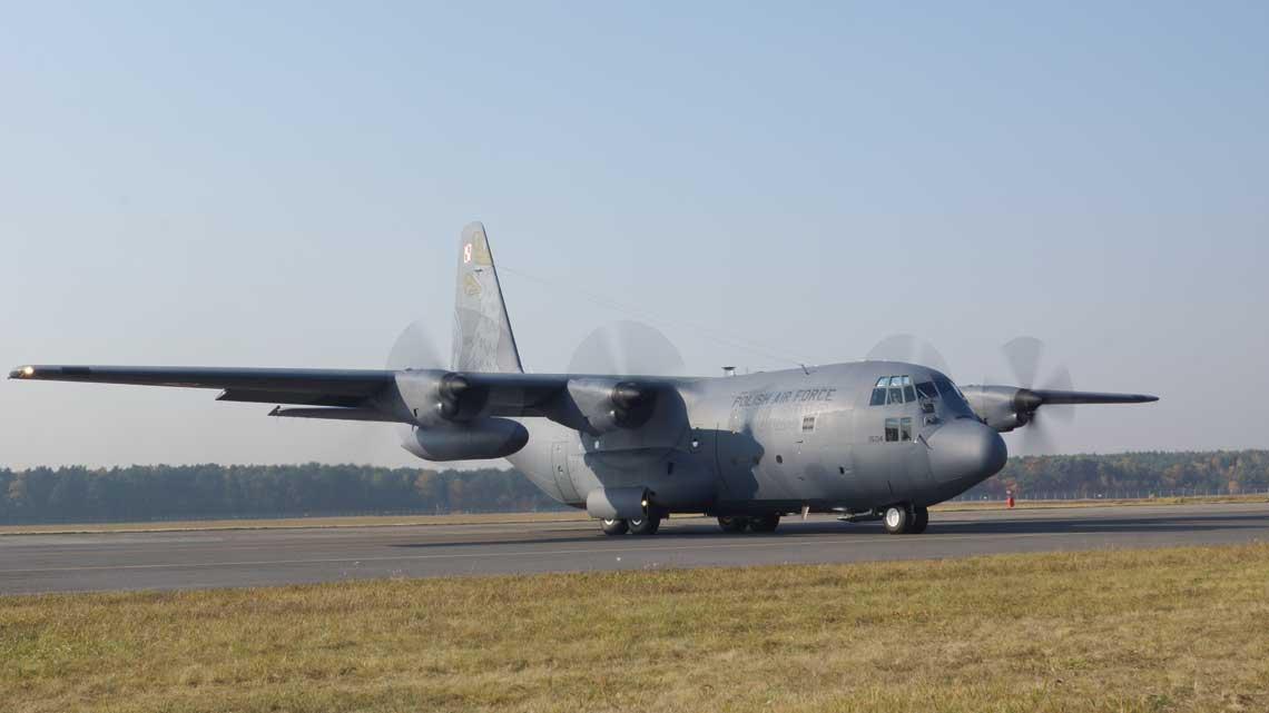 C-130E Hercules z numerem bocznym 1504 w czasie prob po przegladzie strukturalnym PDM oraz naniesieniu okolicznosciowego malowania w WZL nr 2 S.A.