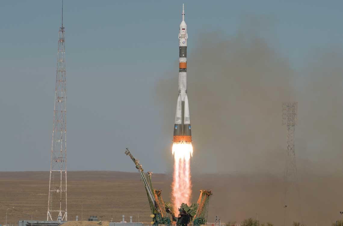 Mile zlego poczatki - start rakiety Sojuz-FG z zalogowym statkiem kosmicznym Sojuz MS-10.