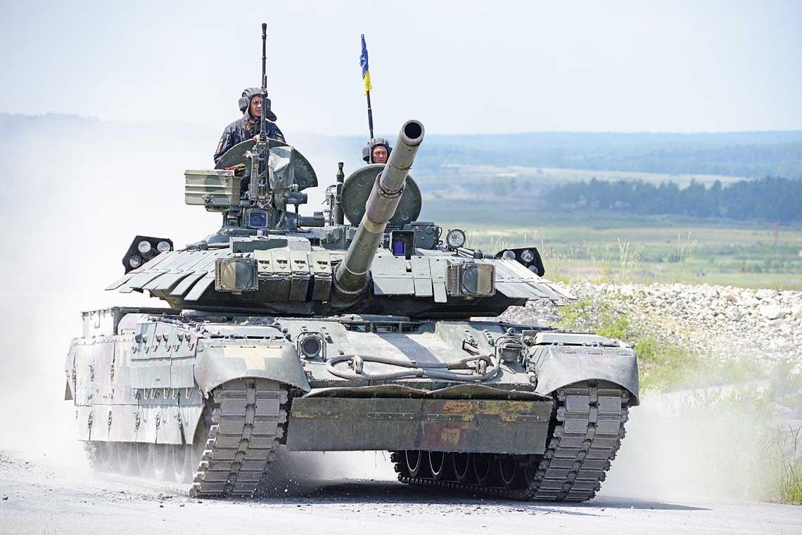 Czolg podstawowy T-84U Oplot podczas zawodow Strong Europe Tank Challenge 2018 na poligonie w Grafenwöhr w Niemczech.