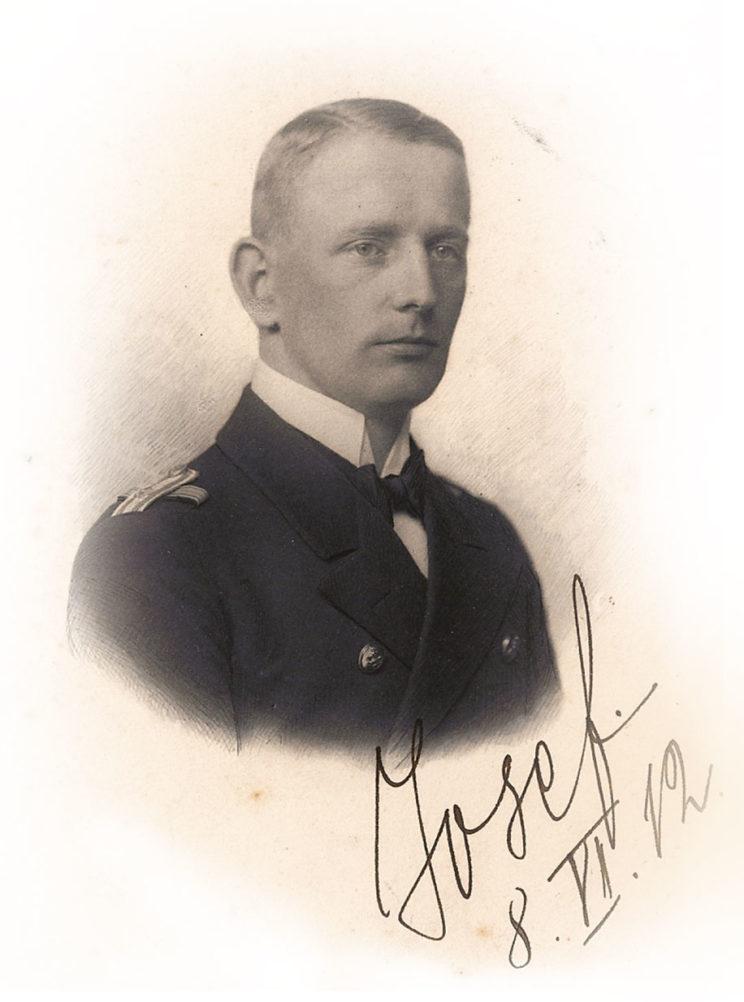 Oberleutnant zur See (porucznik marynarki) Józef Unrug. Zdjęcie z 8 czerwca 1912 r. Fot. zbiory dr. Günthera von Bünau