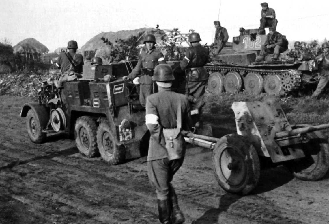 Węgierskie wojska pancerne w II wojnie światowej. Jednostki 1. pulku zmotoryzowanego 1. Dywizji Pancernej nafroncie wschodnim; lato 1942 r.