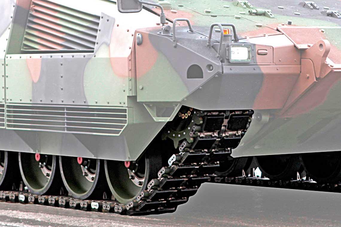 Firma – DST Defence Service Tracks GmbH od wielu lat konstruuje iwytwarza gasienice zwymiennymi nakladkami gumowymi, ktore sa uzywane wpojazdach bojowych ipomocniczych wielu armii na calym swiecie. Na zdjeciu gasienice iDLT 464D bojowego wozu piechoty Spz Puma.
