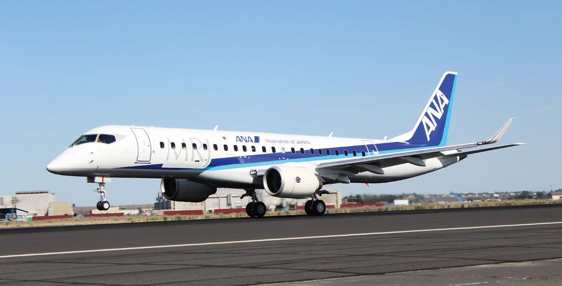 Trzeci prototyp samolotu komunikacji regionalnej MRJ90 (FTA-3; rej. JA23MJ) w barwach pierwszego klienta – japonskich linii lotniczych ANA. MRJ to najwazniejszy program lotniczy realizowany obecnie przez MHI.