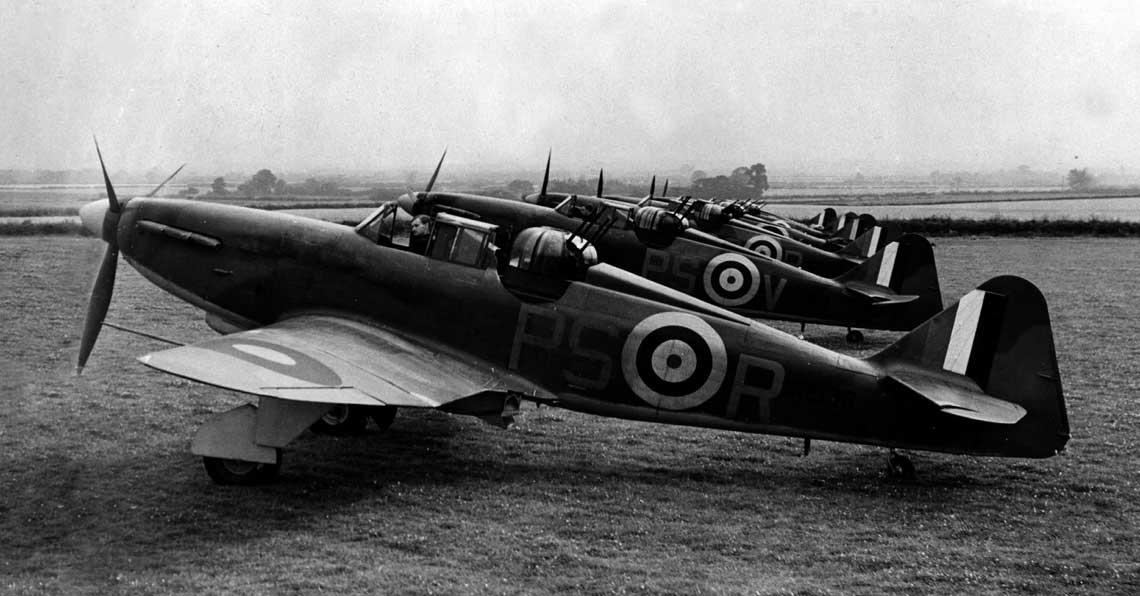 Samoloty mysliwskie Defiant Mk I z 264. Sqn RAF w Kirton-in-Lindsey.