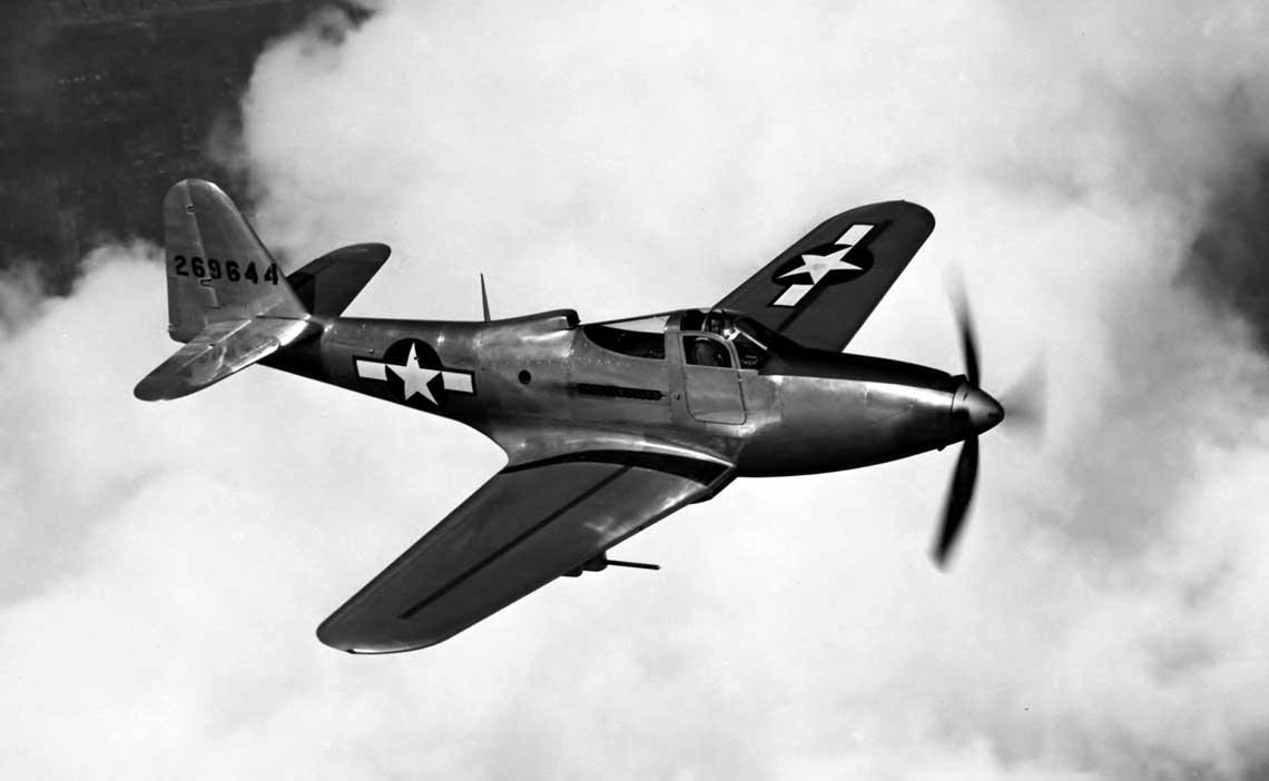 Bell P-63A-9 (42-69644) w jednym z lotow probnych. King-cobra nie wzbudzila większego zainteresowania USAAF, ale byla produkowana w duzej liczbie przede wszystkim dla Zwiazku Radzieckiego.