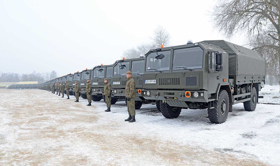 Pod koniec ubieglego roku Sily Zbrojne RP dysponowaly ok. 1300 samochodami ciezarowymi Jelcz 442.32, ktorych dostawy rozpoczely sie w 2014 r. Czesc z nich trafila do formowanych obecnie Wojsk Obrony Terytorialnej.