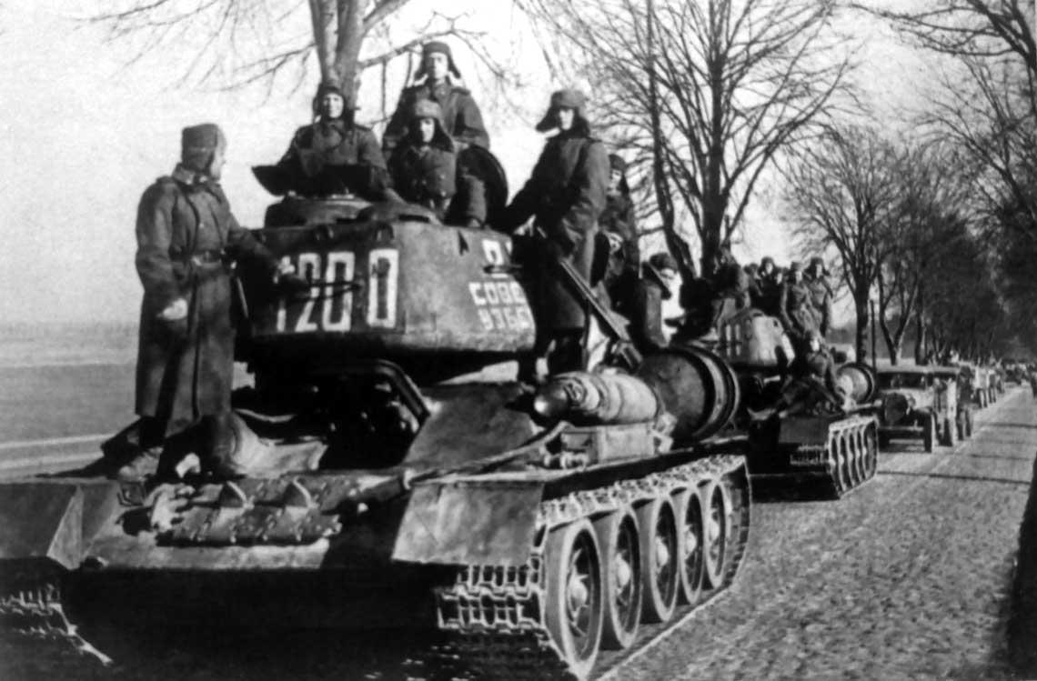 Kolumna czolgow T-34-85 i innych pojazdow 3. KPanc gw.