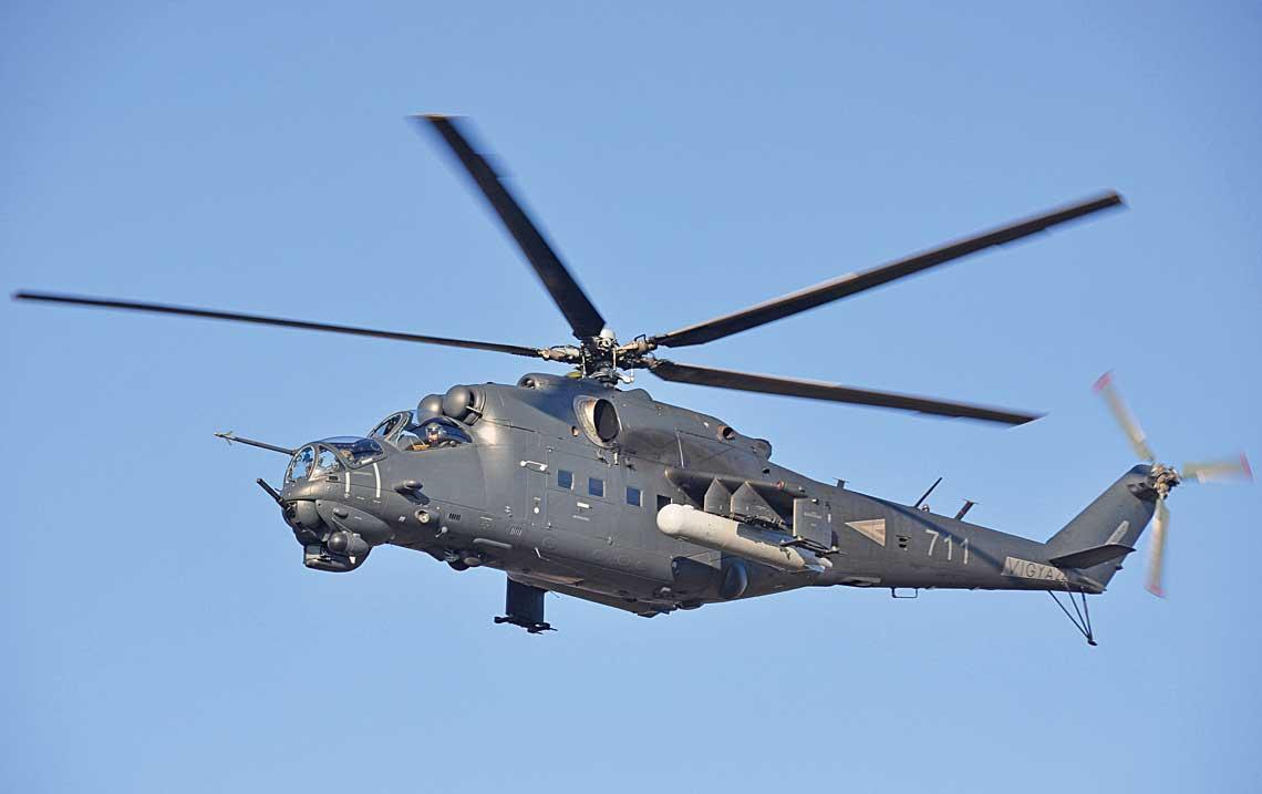 Jeden zdwoch wegierskich smiglowcow Mi-24W (nr 711) poddanych remontowi iograniczonej modernizacji wRosji w2018 r.