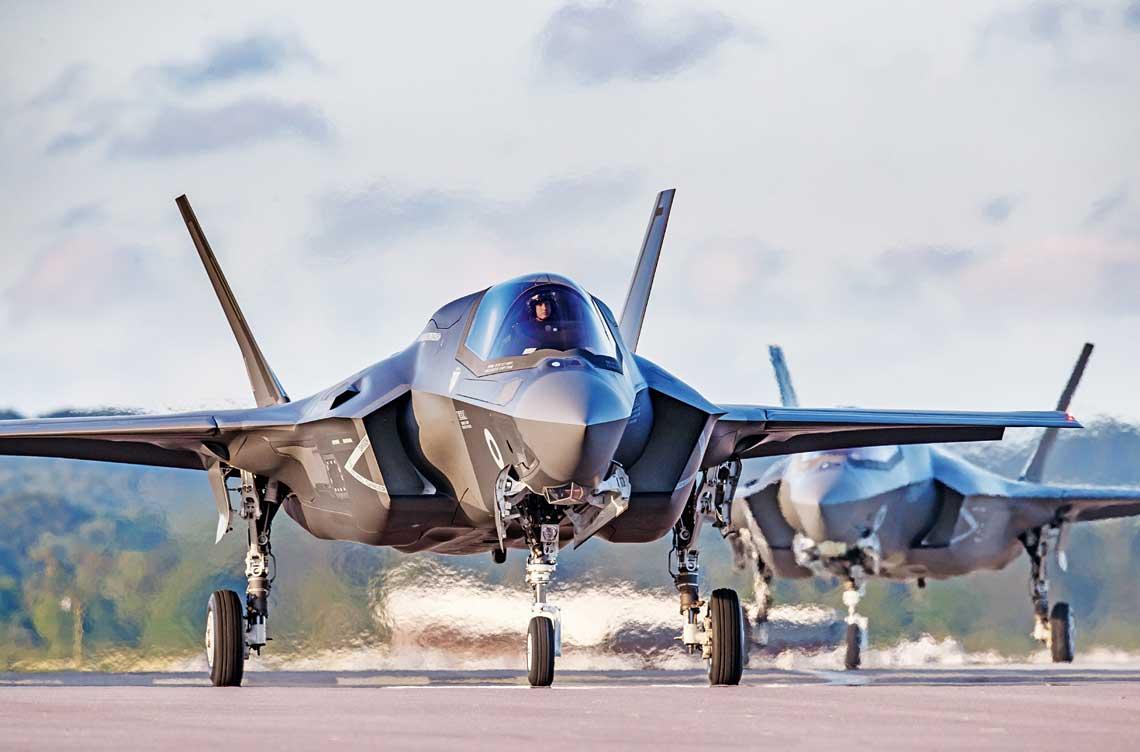 617. Dywizjon RAF, pierwszy przezbrojony wF-35B, osiagnal wstepna gotowosc operacyjna na poczatku stycznia 2019 r., wkolejnych miesiacach tego roku jednostka zwiekszy stan samolotow ima rozpoczac intensywne szkolenie, takze nad kontynentalna Europa.