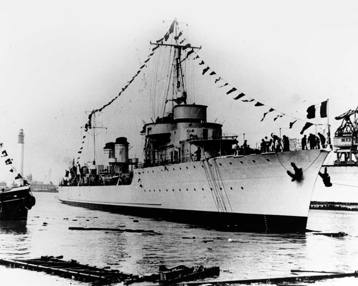 29 marca 1931 r., stocznia Ateliers et Chantiers  de France w Dunkierce. Duzy niszczyciel  (w nomenklaturze Marine Nationale  contre-torpilleur) Vauquelin krotko  po zwodowaniu.