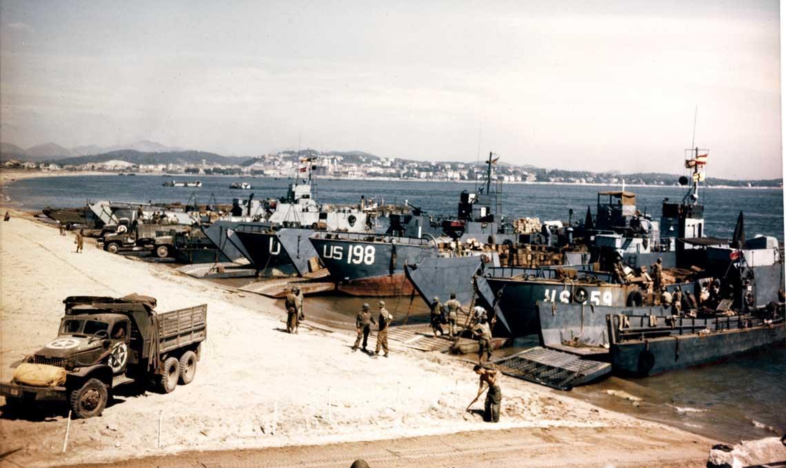 Ladowanie w poludniowej Francji nie mialo tak dramatycznego przebiegu jak desant na plazach Normandii. Opor niemiecki byl tu o wiele slabszy.