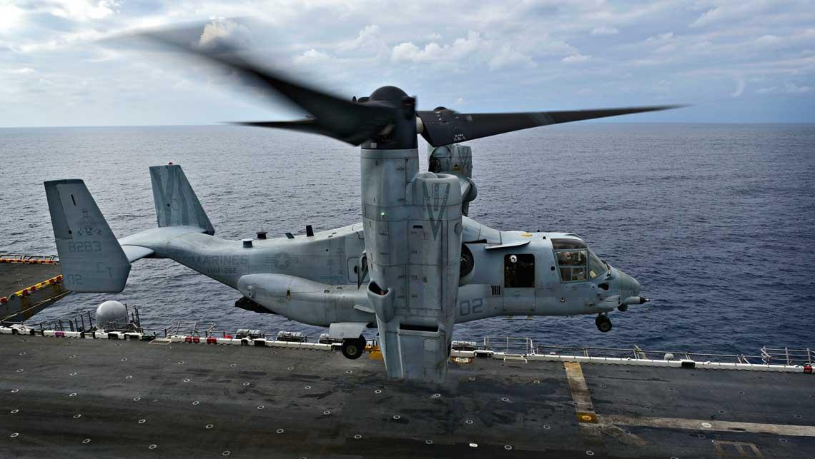 V-22 – pierwszy seryjny statek powietrzny z obracanym ukladem napedowym z wirnikami umocowanymi wraz  z silnikami i ukladami przeniesienia napedu w gondolach na koncowkach skrzydla. Fot. USMC
