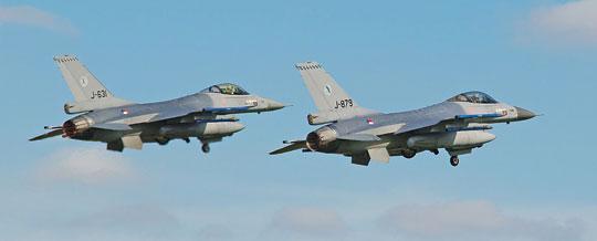 Być może lepszym pomysłem od reaktywacji maszyn USAF byłoby pozyskanie używanych F-16AM/BM, które dzisiaj służą w lotnictwie kilku państw europejskich. Na zdjęciu samoloty należące do Sił Powietrznych Królestwa Holandii. Fot. Archangel12.