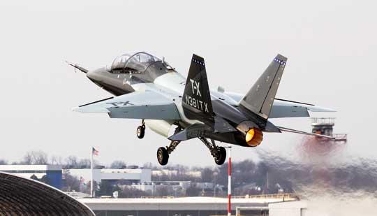 Prototyp samolotu szkolnego Boeing T-X. Trwa faza testów i oceny konstrukcji oraz naziemnego systemu szkolenia.