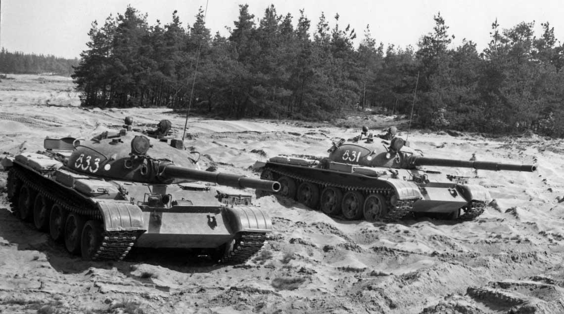 Czołgi T-62 na poligonie w Świętoszowie.