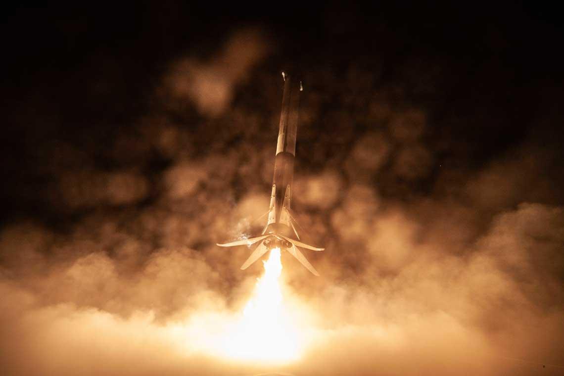 Lądowanie pierwszego stopnia rakiety nośnej Falcon-9R.