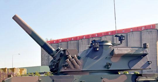 Na ubiegłorocznym MSPO prezentowany był prototyp moździerza M120G, który miał zamontowany system obserwacji dookólnej SOD z PCO. Będzie on montowany także na seryjnych Rakach – od drugiego modułu planowanego do przekazania w bieżącym roku.