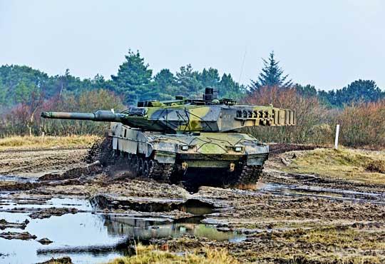 Na stanie duńskich jednostek pancernych znajduje się 57 czołgów podstawowych Leopard 2A5DK. 38 z nich (tyle realnie jest użytkowanych) zostanie poddanych głębokiej modernizacji do standardu A7.