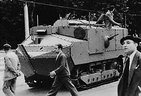 Mimo zadrażnień politycznych, Hiszpania w latach dwudziestych próbowała kupować także inne francuskie czołgi. Madryt pozyskał m.in. kilka Schneiderów CA-1.