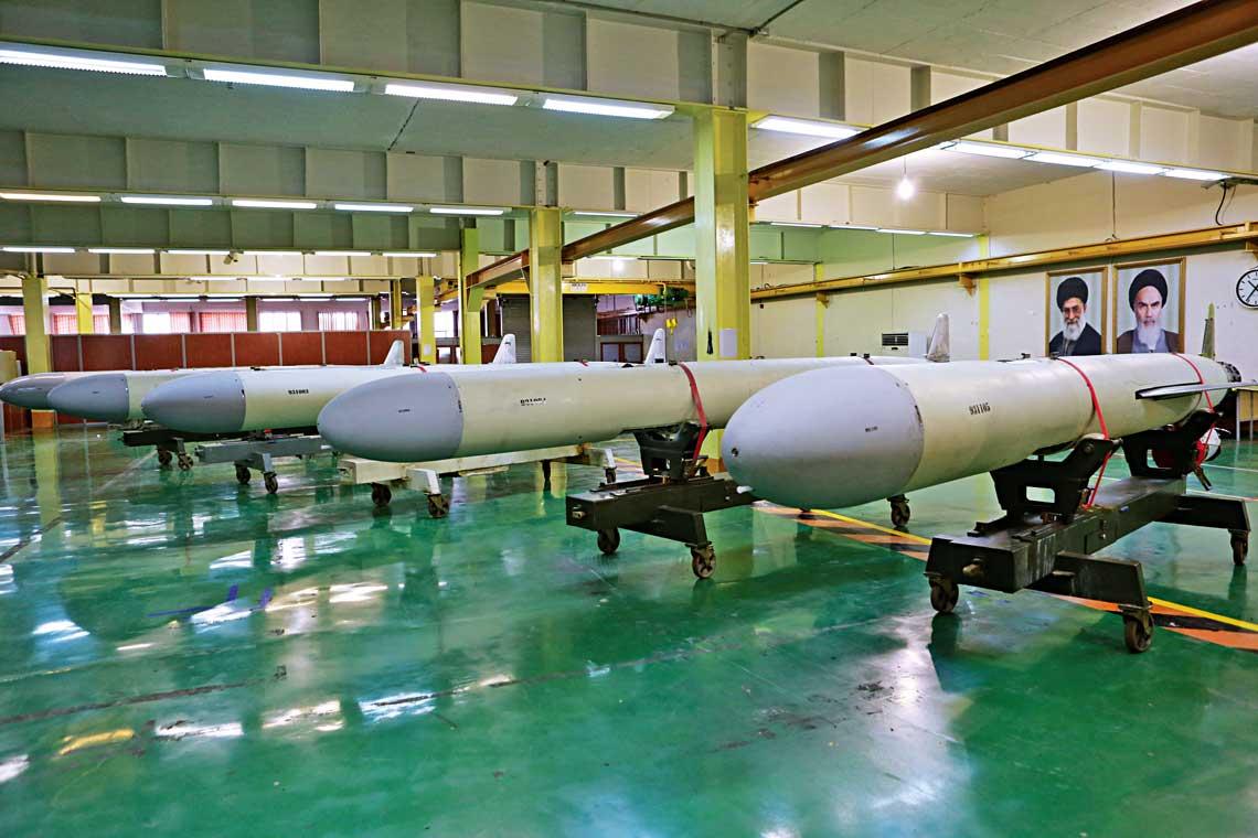 Seryjne irańskie pociski manewrujące Soumar wzakładzie produkcyjnym.