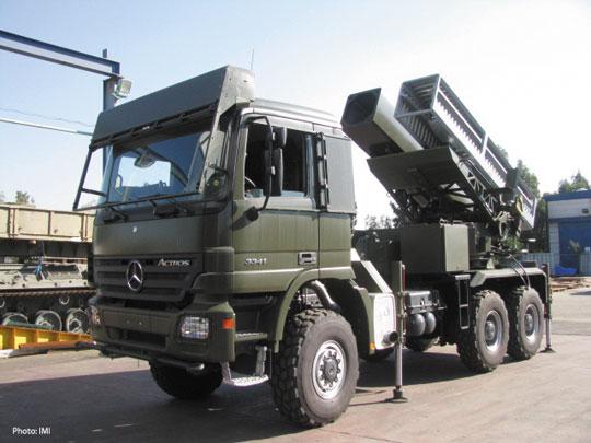 Wyrzutnia systemu Lynx z dwoma pojemnikami z pociskami manewrującymi Delilah-GL.