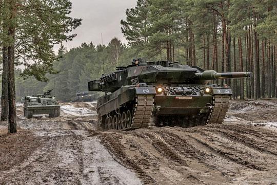 Dziś działania polskich czołgów Leopard 2A4 i A5 są wspierane przez archaiczne wzt Bergepanzer 2 Standard na bazie czołgu Leopard 1 (na drugim planie).