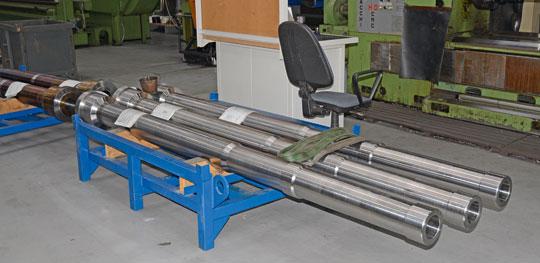 W HSW produkowany jest kompletny system artyleryjski do moździerzy Rak. Na zdjęciu lufy podczas obróbki mechanicznej.