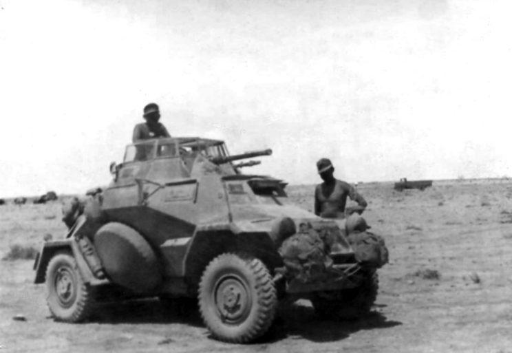 Popularny lekki samochód pancerny SdKfz 222 uzbrojony w armatę kal. 20 mm, był popularnym pojazdem używanym w obu batalionach rozpoznawczych dwóch niemieckich dywizji – 15. DPanc i 5. DLek (późniejszej 21. DPanc).