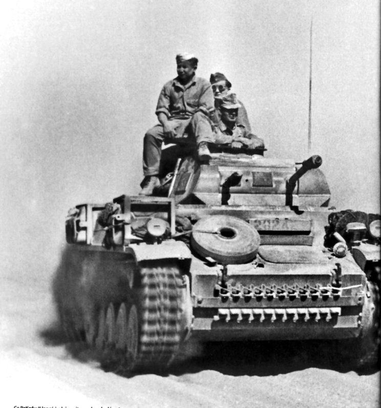PzKpfw II w działaniach w Libii w 1942 r. Wozy tego typu trafiły głównie do pododdziałów dowodzenia w dywizjach, pułkach ibatalionach pancernych.