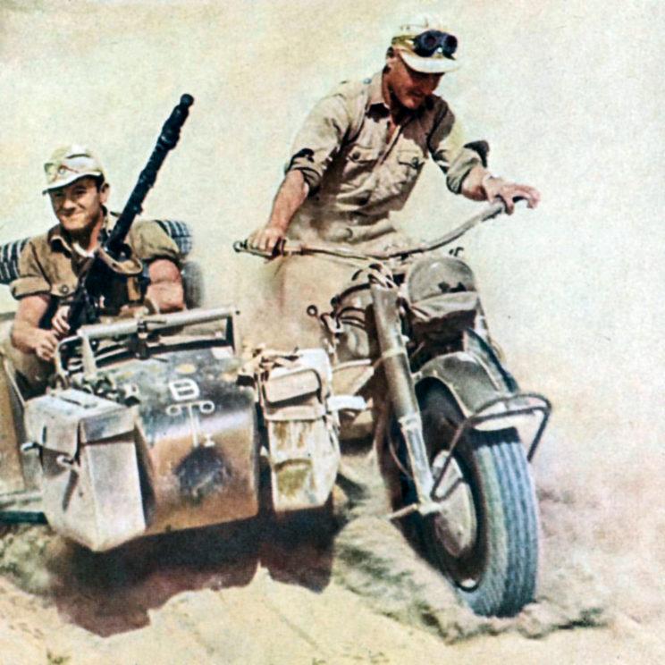 obie niemieckie dywizje pancerne DAK, 15. Dywizja Pancerna i 5. Dywizja Lekka, później przeformowana w 21. Dywizję Pancerną, do połowy 1942 r. dysponowały batalionem motocyklowym.