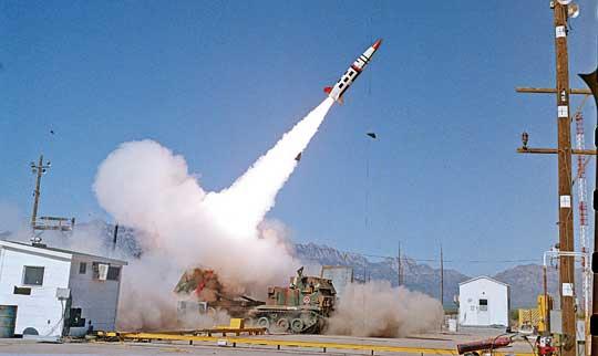 Pierwszy próbny start prototypowego pocisku ATACMS 26kwietnia 1988 r.  na poligonie WSMR.