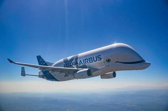 Samolot transportu specjalnego BelugaXL podczas pierwszego lotu 19 lipca 2018 r. Pięć maszyn tego typu zastąpi używane dziś Belugi A300-600ST. BelugaXL jest o sześć metrów dłuższy  i o metr szerszy oraz ma o sześć ton większy udźwig.