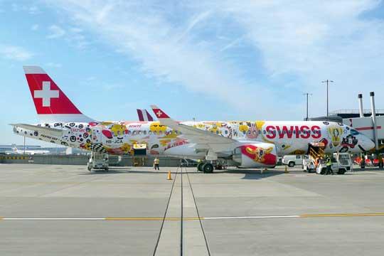 Bombardier w okresie sześciu miesięcy (tj. do czasu przejęcia przez Airbusa) zbudował trzynaście samolotów CS300, z tego siedem otrzymały szwajcarskie linie lotnicze Swiss International Air Lines (na zdjęciu).