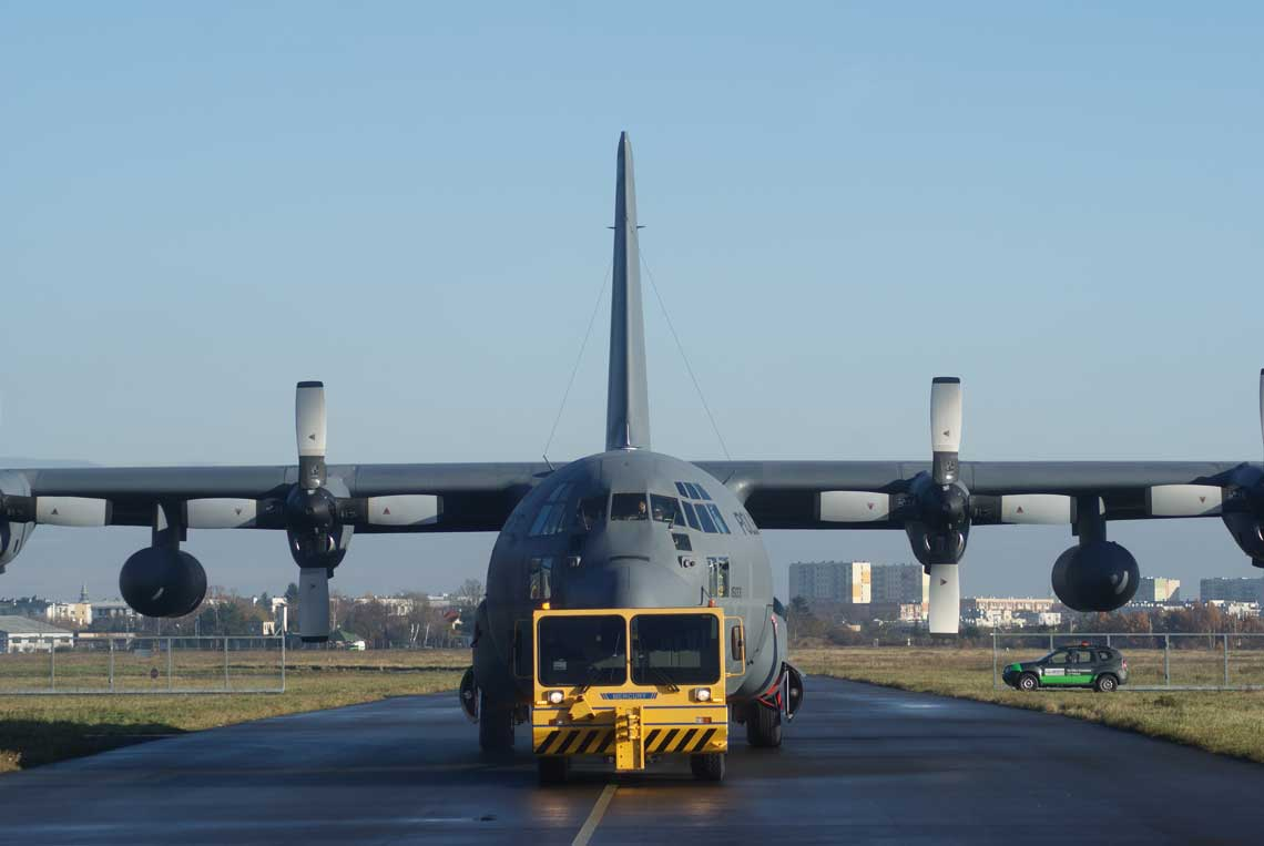 C-130E Hercules stanowią wyposażenie 14. eskadry lotnictwa transportowego w Powidzu, do końca roku zaplanowano powrót do linii ostatniego z pięciu samolotów tego typu jakimi dysponuje polskie lotnictwo wojskowe. To zaś otworzy okres roku, w czasie którego WZL nr 2 S.A. mogą powalczyć o zamówienia eksportowe.