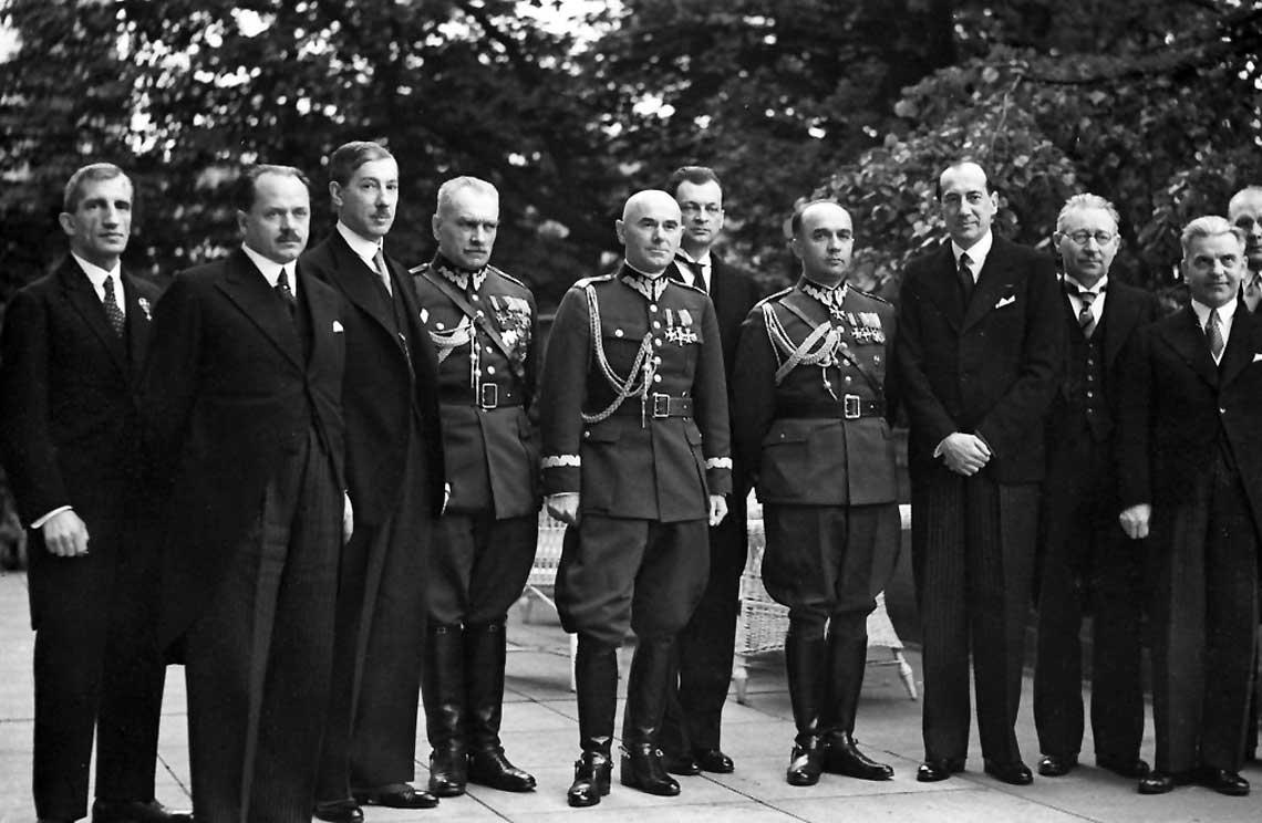 Generalny Inspektor Sił Zbrojnych gen. dyw. Edward Śmigły-Rydz z rządem Felicjana Sławoja-Składkowskiego w dniu jego zaprzysiężenia; 15 maja 1936 r.