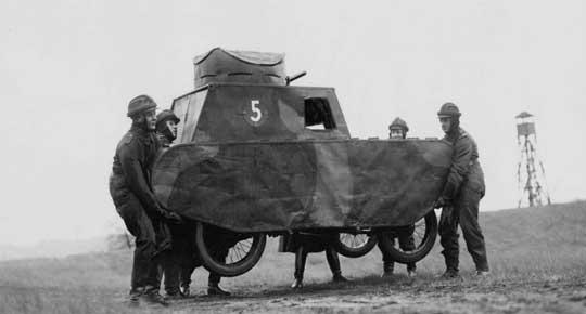 Pierwszą niemiecką szkołę prowadzącą zajęcia specjalistyczne dla oficerów czołgistów utworzono w Wünsdorfie pod Berlinem w 1925 r.