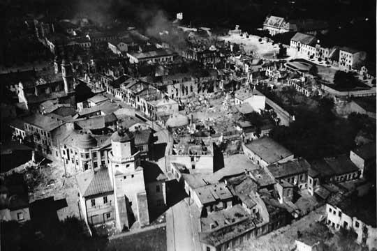 Zbombardowany przez Luftwaffe Wieluń nie jest przykładem niemieckiego bestialstwa, tylko źle wykonanego zadania: zamiast rozbić polską brygadę kawalerii zniszczono miasto i zabito cywilów.