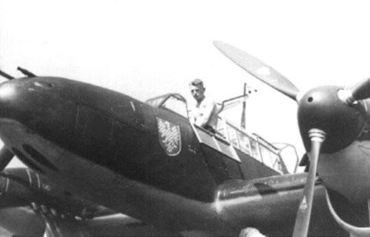 Przód Bf 110B z dobrze widocznym silnym uzbrojeniem ofensywnym w postaci dwóch działek 20mm iczterech karabinów maszynowych 7,92 mm.
