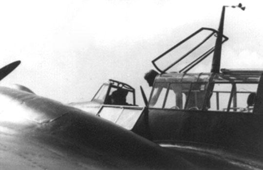 Otwarta kabina pilota Messerschmitta Bf 110.