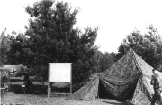 Na lotnisku w Oławie życie było prowadzone głównie w namiotach.