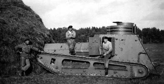 W 1928 r. z zakupionych Strv m/21 sformowano batalion czołgów. W 1929 r. przebywał w nim Guderian, był to prawdopodobnie jego pierwszy bezpośredni kontakt z czołgami.