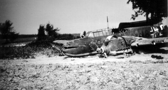 9 września 1939 r. uległ zniszczeniu niszczyciel Messerschmitt Bf 110C M8+DH Lt. Lenta. Niemiec zabłądził podczas powrotu z unieruchomionym lewym silnikiem i rozbił maszynę podczas awaryjnego lądowania wrejonie Kamiennej.