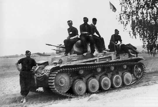 Choć czołg lekki Panzer II otrzymał solidną część jezdną, to jego opancerzenie i uzbrojenie szybko przestało odpowiadać wymaganiom pola walki (do wybuchu wojny wyprodukowano 1223 sztuki).