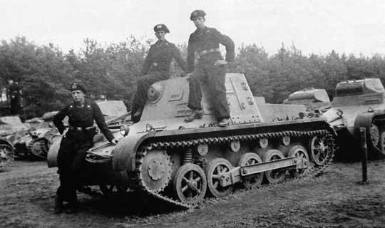Panzer I i Panzer II były zbyt małe aby mogły otrzymać większą radiostację o dużym zasięgu. Dlatego dla wsparcia ich działań stworzono czołg dowodzenia.