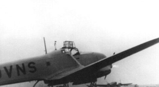 Do lotów kurierskich Zerstörergruppe używała samolotu transportowo-łącznikowego Focke-Wulf Fw 58 Weihe z kodem kadłubowym OVNS.