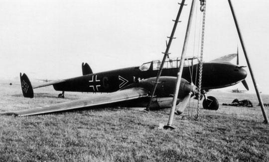 Bf 110C M8+CB ze sztabu I./ZG 76 doznał lekkiego uszkodzenia prawej goleni podwozia podczas lądowania.