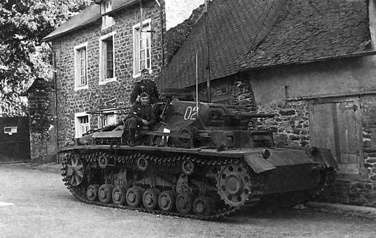 Czołgi średnie Panzer III i Panzer IV stanowiły drugą generację niemieckiej broni pancernej, powstałej przed wybuchem II wojny światowej. Na zdjęciu czołg Panzer III.