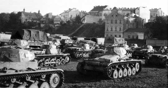 W ciągu pięciu lat Niemcy wystawili siedem świetnie wyszkolonych i nieźle uzbrojonych dywizji pancernych oraz cztery dywizje lekkie.