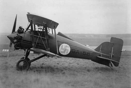 Ze względu na dużą liczbę wypadków myśliwiec Gloster Gameckock został wycofany ze służby w RAF w 1931 r. W 1928 r. Finlandia zakupiła trzy i wyprodukowała 14 egzemplarzy o poprawionych własnościach lotnych, które w służbie dotrwały do II wojny światowej.